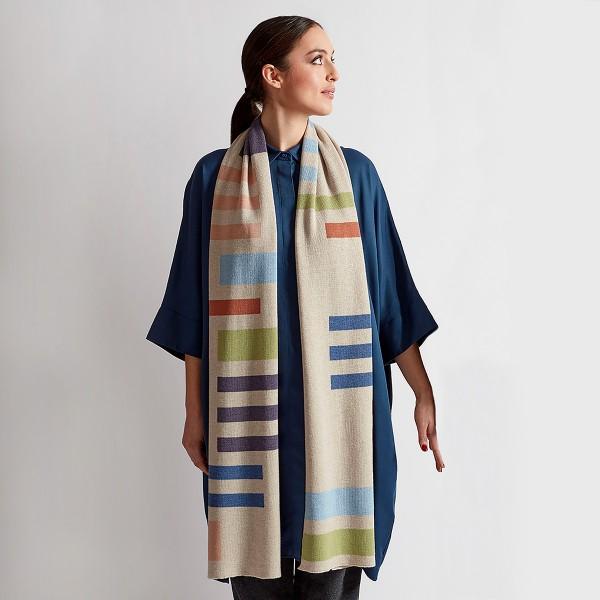 Weicher Schal mit bunten Streifen