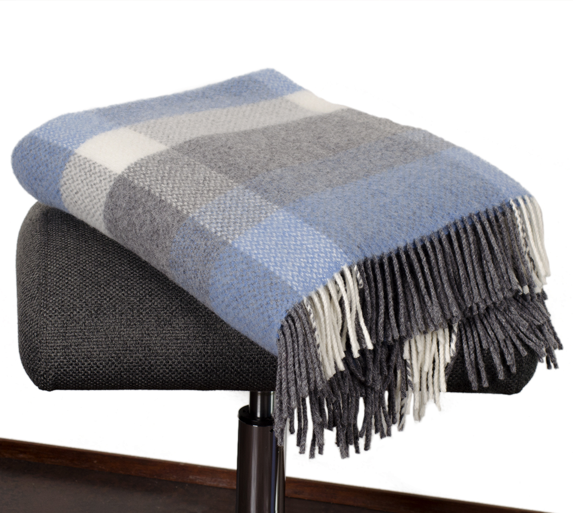 blau graue wolldecke aus merino cashmere die. Black Bedroom Furniture Sets. Home Design Ideas