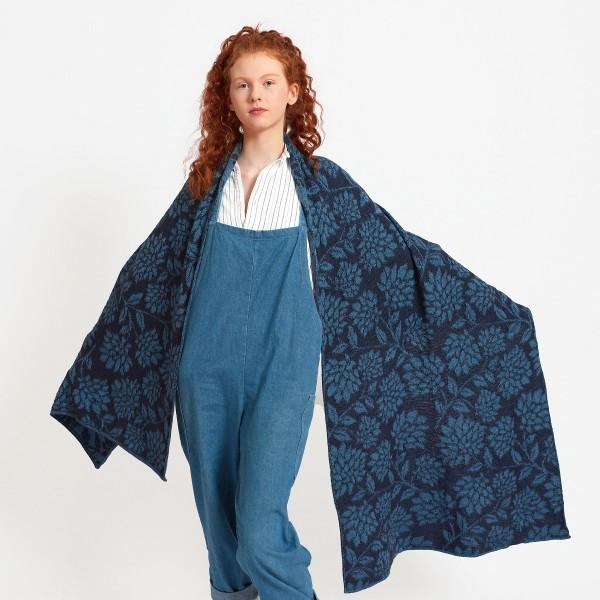 Langer blauer Schal