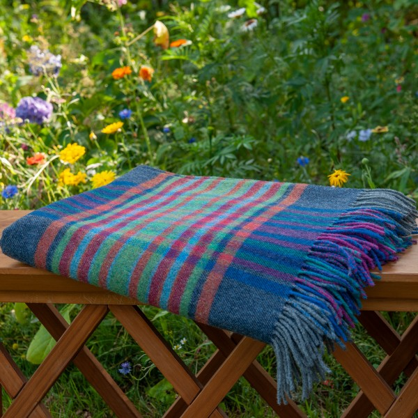 Blau-Bunte Lammwolldecke, fein und leicht