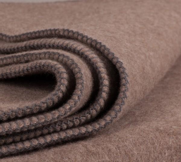 natürliche Wolldecke in Braun