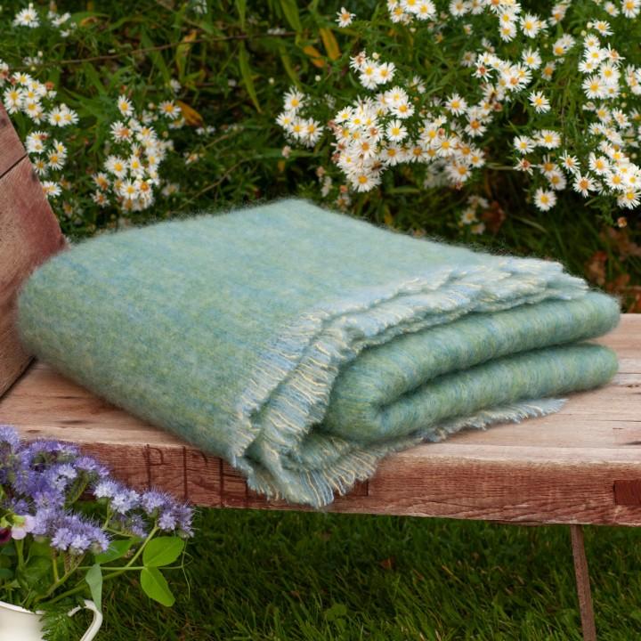 Grüne Wolldecke aus Mohair + Wolle